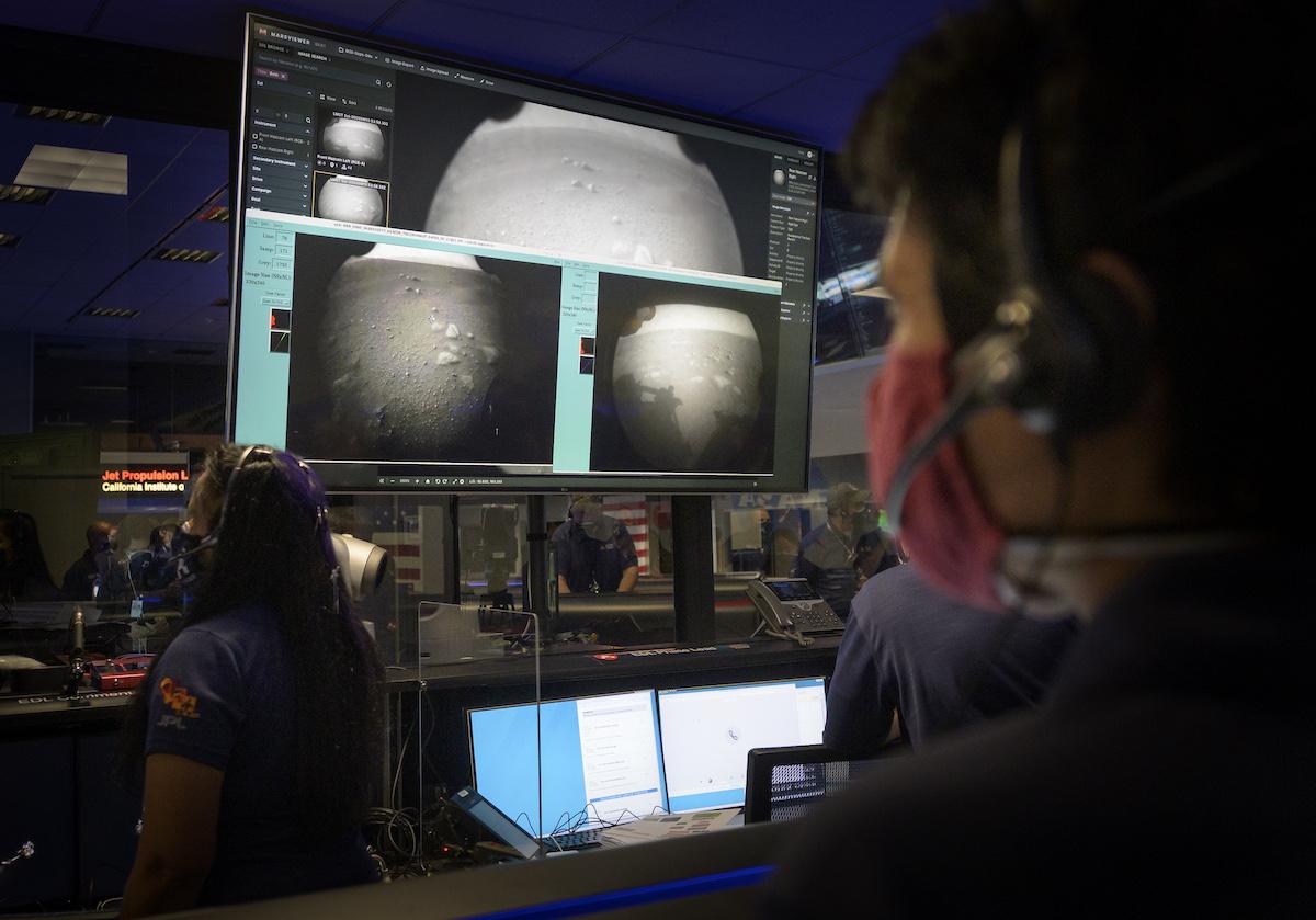 Зонд NASA успешно сел на Марс