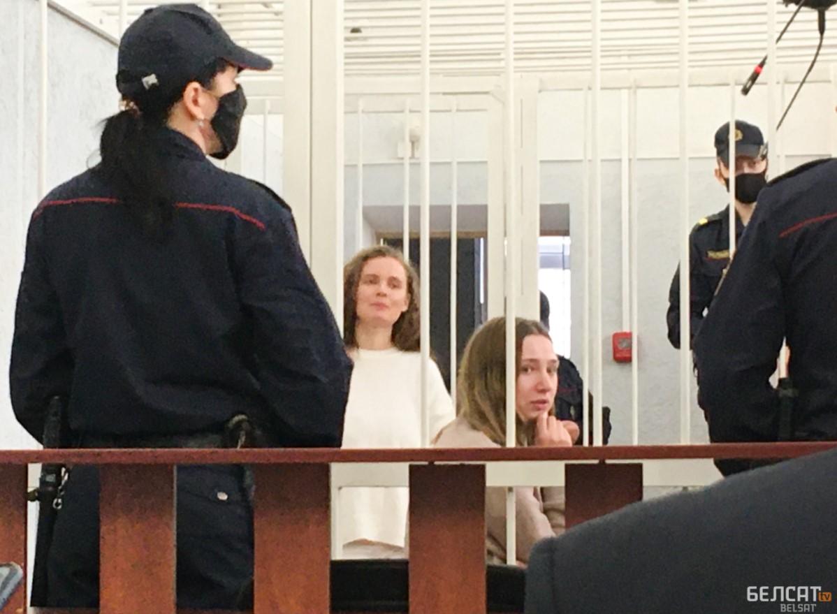 """Прокурор запросила для журналисток """"Белсата"""" по 2 года лишения свободы"""