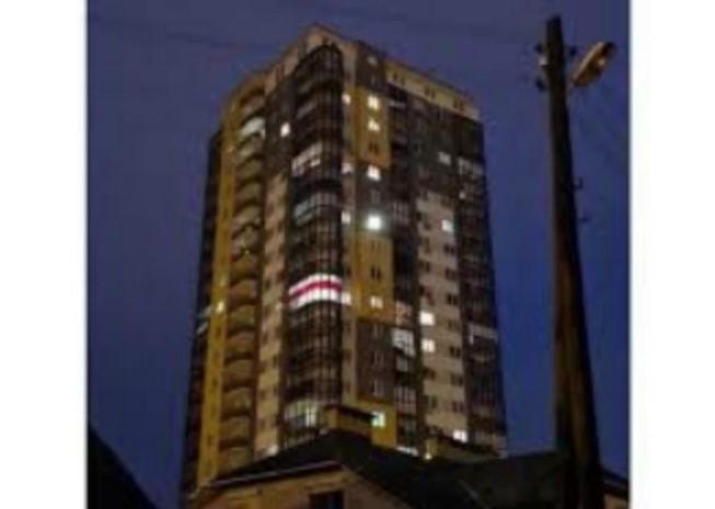 Минчанин получил 10 суток за бело-розовый флаг на балконе