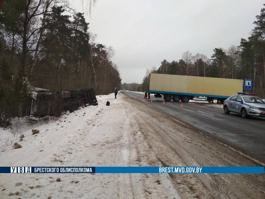 В Пружанском районе произошло ДТП с участием двух фур
