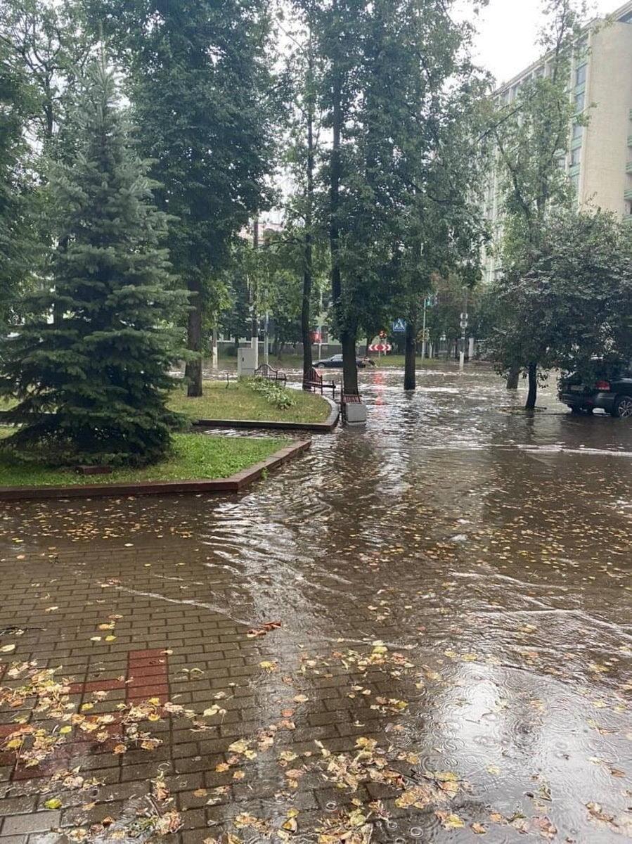 Ливень затопил центр Минска — видео