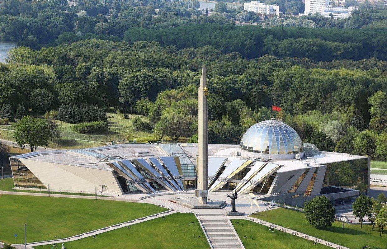 К 77-летию музея ВОВ представят экспозицию советской графики и карикатуры 1939-1945 годов